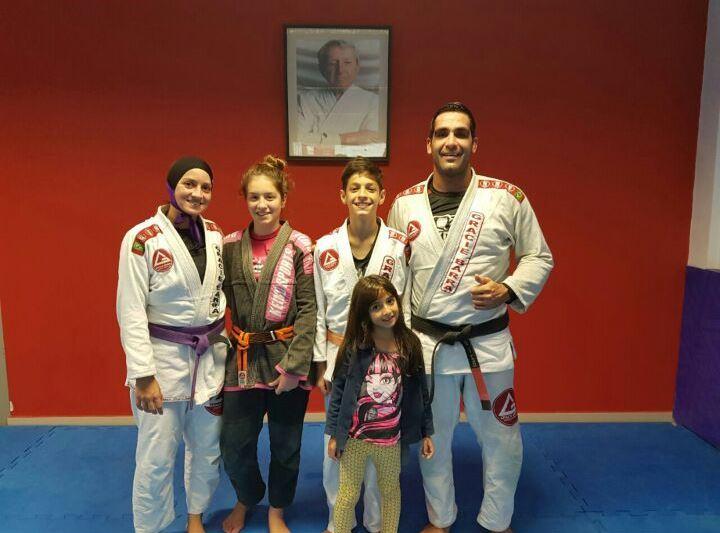 Nossa colunista Fabianna Mota, seus filhos Ana, João e Marina e marido (Imagem: Arquivo pessoal)