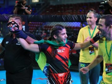 michele oliveira disputa a final do campeonato mundial de mma
